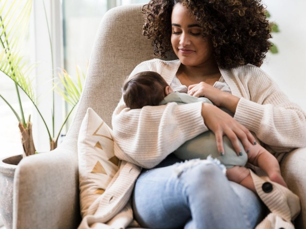 How Long the Mother Must Breastfeed the Baby Before Weaning